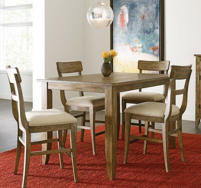 Dinning room with rectangular table and chairs