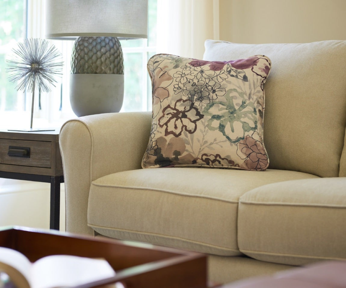 Family Favorite Room scene with Leah Queen Sleep Sofa, Leo Ottoman, area rug and accessories