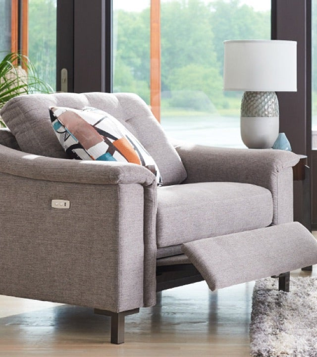 Modern Retreat Room scene with Leah Queen Sleep Sofa, Leo Ottoman, area rug and accessories